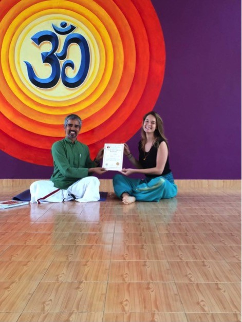 Certificat de professeur de Yoga (250H teacher training certification) décerné par Aananda Yoga India avec le maître Bharath Shetty